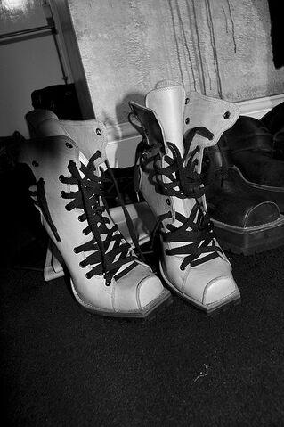File:KTZ Fall Winter 2009 Beige boots.jpg