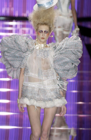 File:John Galliano - Spring 2004 Collection 002.jpg