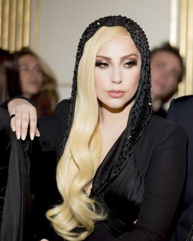 File:1-19-14 At Versace Fashion Show in Paris-004.jpg