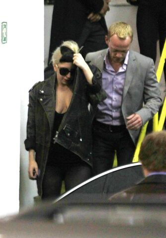 File:5-16-11 Leaving London Hotel.jpg
