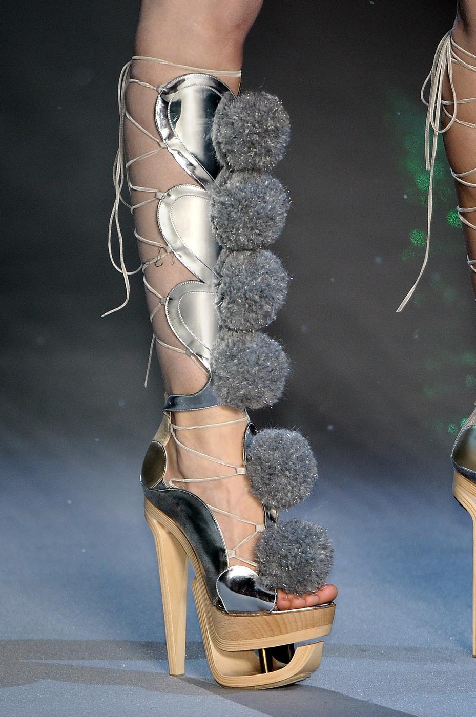 Файл:John Galliano Fall 2009 Lace-Up Pom Pom Sandals.jpg