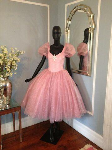 File:Angel Ayala - Custom dress.jpg