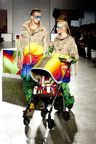 File:Kansai Yamamoto - ''Fashion In Motion'' 2013 Collection 004.jpg