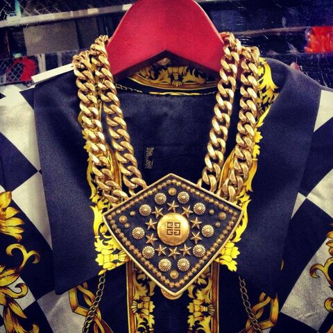 File:Givenchy - Necklace.jpg