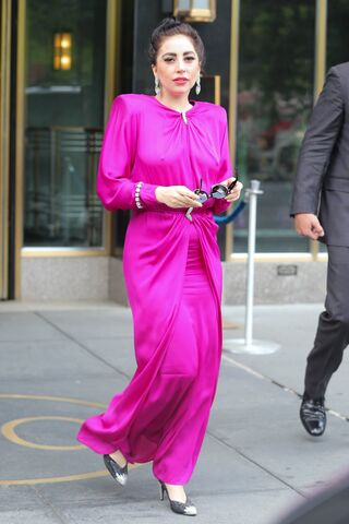 File:7-27-14 Leaving her apartment in NYC 001.jpg
