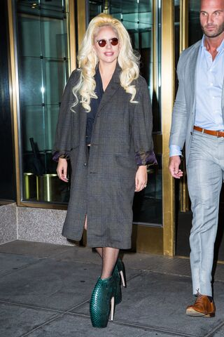 File:7-26-15 Leaving her apartment in NYC 001.jpg
