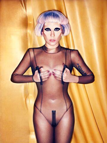 File:Born This Way USB - Mariano Vivanco 010.jpg