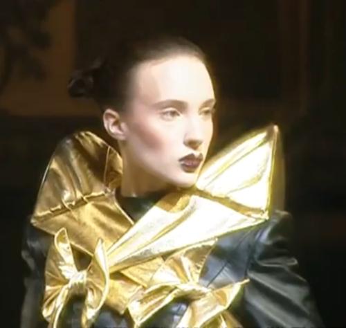 File:Jeremy Scott Spring 1999 Gold Sholdered Black dress.jpg