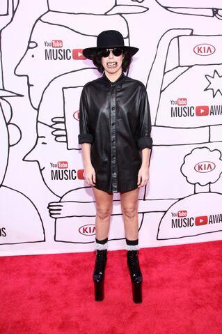 File:11-3-13 At YouTube Music Awards - Red carpet 004.jpg