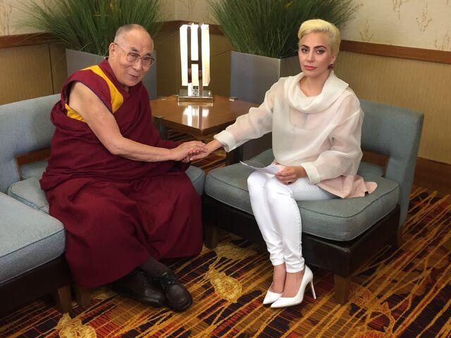 File:6-26-16 14th Dalai Lama discuss at JW Marriott Hotel in Indianapolis 001.jpeg