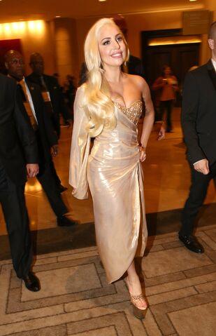 File:Gaga-golden-globe-awards-2014-0004.jpg