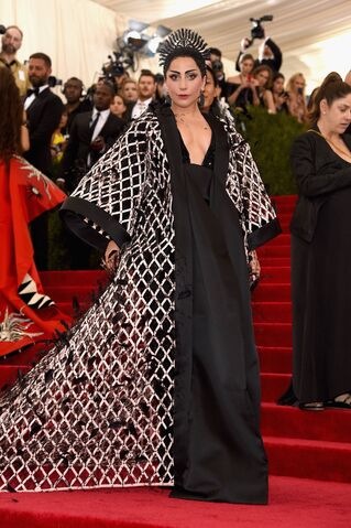 File:5-4-15 Red carpet at 2015 Met Gala in NYC 002.jpg