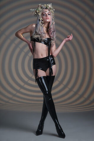 File:Tableaux Vivants - Latex bra.jpg
