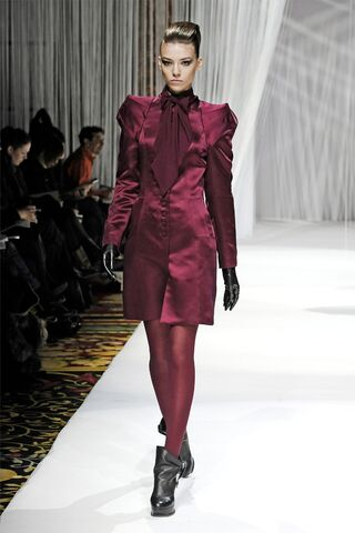 File:Lie Sang Bong red outfit.jpg