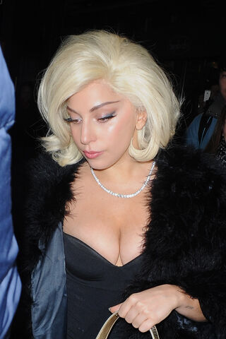File:12-19-14 Leaving her apartment in NYC 003.JPG