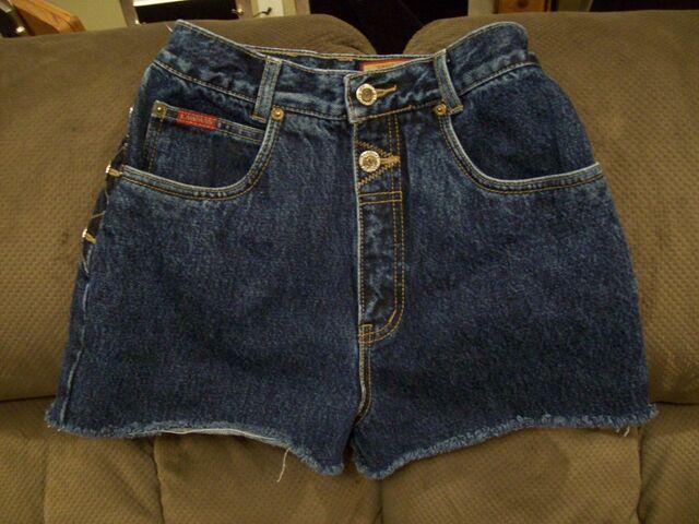 File:Lawman - Vintage short jeans.jpg