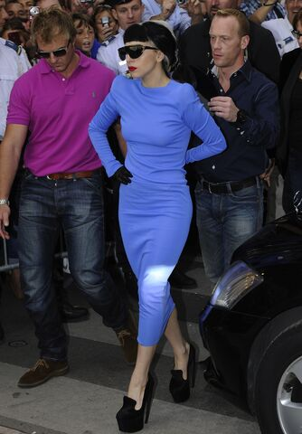 File:5-11-11 Arriving at Le Grand Journal in Cannes 002.jpg
