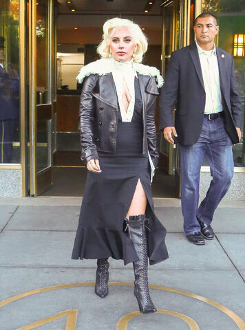 File:10-7-15 Leaving her apartment in NYC 001.jpg