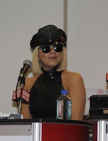 File:3-28-09 HMV Mall Press Conference 001.jpg