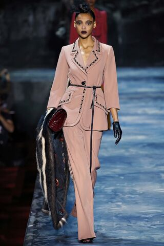 File:Marc Jacobs - Fall 2015 RTW Collection 002.jpg