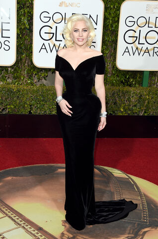 File:1-10-16 Arrival at 73rd Golden Globes at The Beverly Hilton 002.jpg
