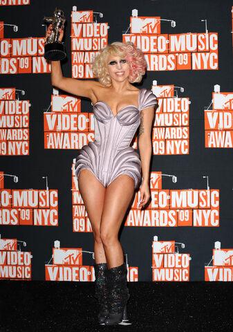 File:9-13-09 VMA Press Room.jpg