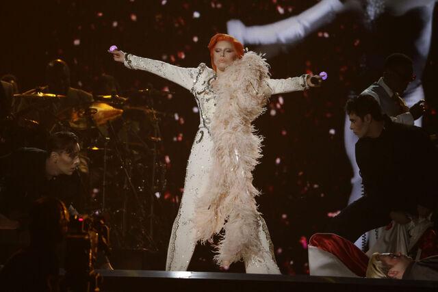 File:2-15-16 Performance at 58th Grammy Awards in LA 007.jpg