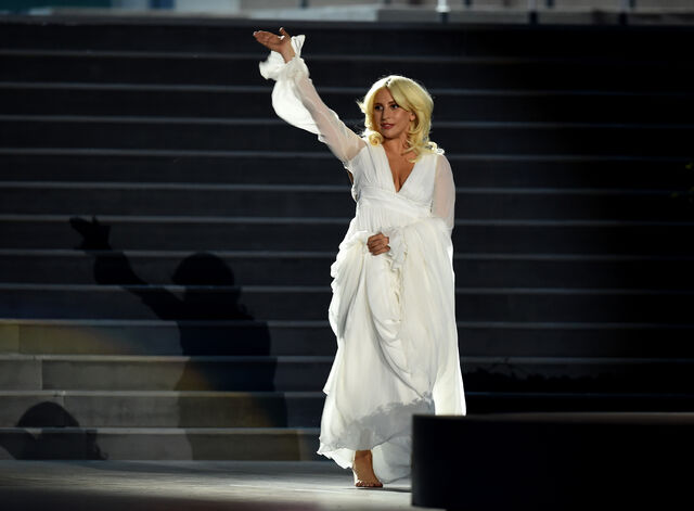 File:6-12-15 Performance at 2015 Baku European Games in Baku 002.jpg