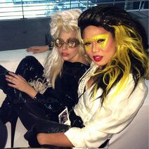 11-11-13 ArtRAVE - Meeting with fans 005