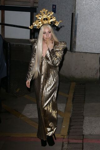 File:12-4-13 Leaving ITV Studios 001.jpg
