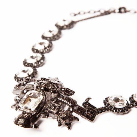 File:Halaby - Damien necklace.jpg