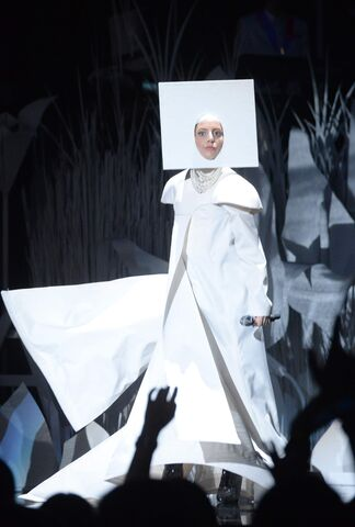 File:8-25-13 MTV VMA's Performance 001.jpg