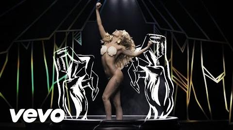 Lady Gaga - Applause (Official)-1