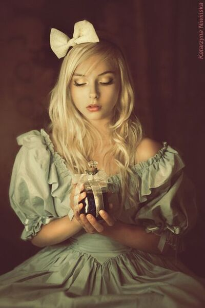 Cosplay-alice-and-become-the-princess-in-the-wonderland1