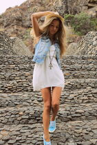 Egud06-l-610x610-dress-white+dress-summer+dress-summer-tumblr+girl-tumblr-tumblr+clothes-nice-forever+young-sexy-sexy+dress-jeans-jeans+jacket-light+blue-feet-blonde+hair-vans-coat