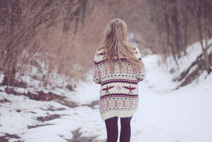 Blonde-girl-photography-snow-sweater-winter-Favim.com-104426