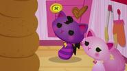 NS1E02B Cat y CoolCat con pastel