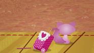 NS1E07B Cat con balija retirandose