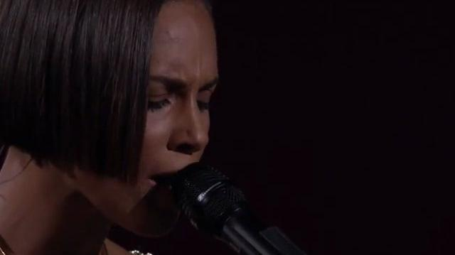Alicia Keys - Girl on Fire - HD 2012
