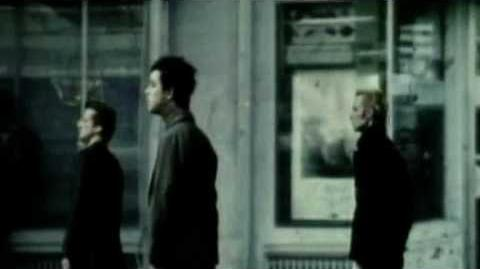 Green Day -Boulevard of broken dreams- Official Video