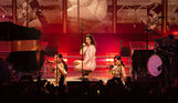 Lana-Del-Rey-with-Borns-@-Riverstage-26