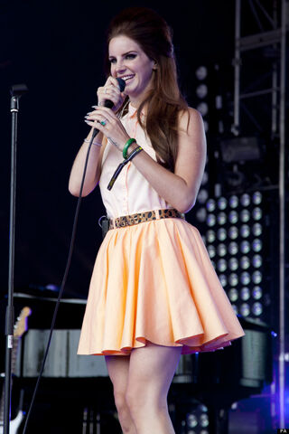 File:M-LANA-DEL-REY-LOVEBOX-620x930c-1.jpg