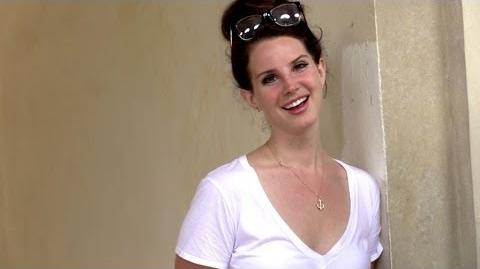 EXCLUSIVE- Lana Del Rey walking in Paris with family and talking to paps