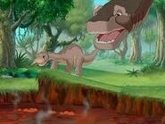 Bron about to catch Littlefoot