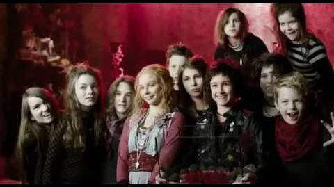 Las Hermanas Vampiro en español latino
