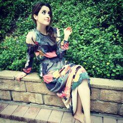 Laura posing (2)