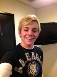 Ross Lynch (4)