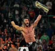Seth-rollins-wins-wwe-money-in-the-bank-2014