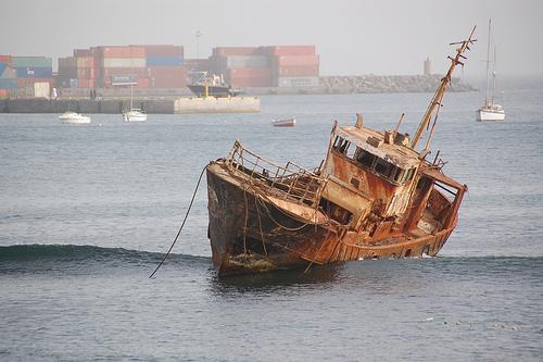 File:Shipwreck I.jpg