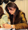 Laura chinchilla firmando-1